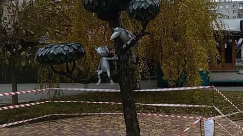 В Воронеже памятник Котенку с улицы Лизюкова огородили для восстановительных работ