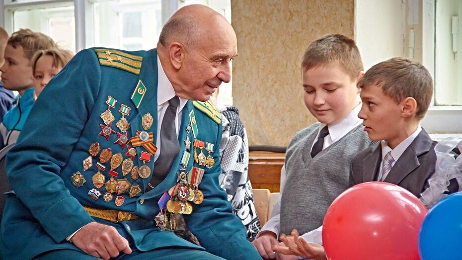 Губернатор и председатель облдумы поздравили воронежцев с Днем защитника Отечества