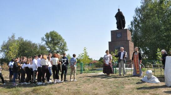 Скульптуру солдата заменили на воинском захоронении в павловском селе Большая Казинка