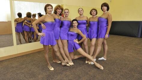 В Воронеже дамы бальзаковского возраста учатся крутить колесо и садиться на шпагат