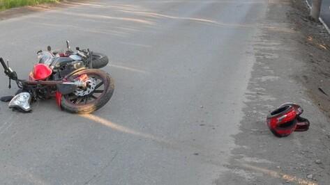 Мотоциклист погиб при ударе о водосток в Воронежской области
