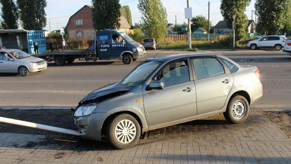 В Семилукском районе столкнулись BMW и «Лада»