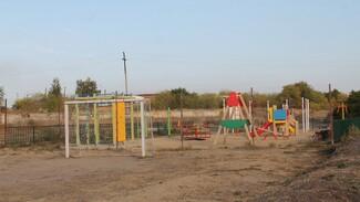 Активисты хохольского ТОСа установили тренажеры на детской площадке