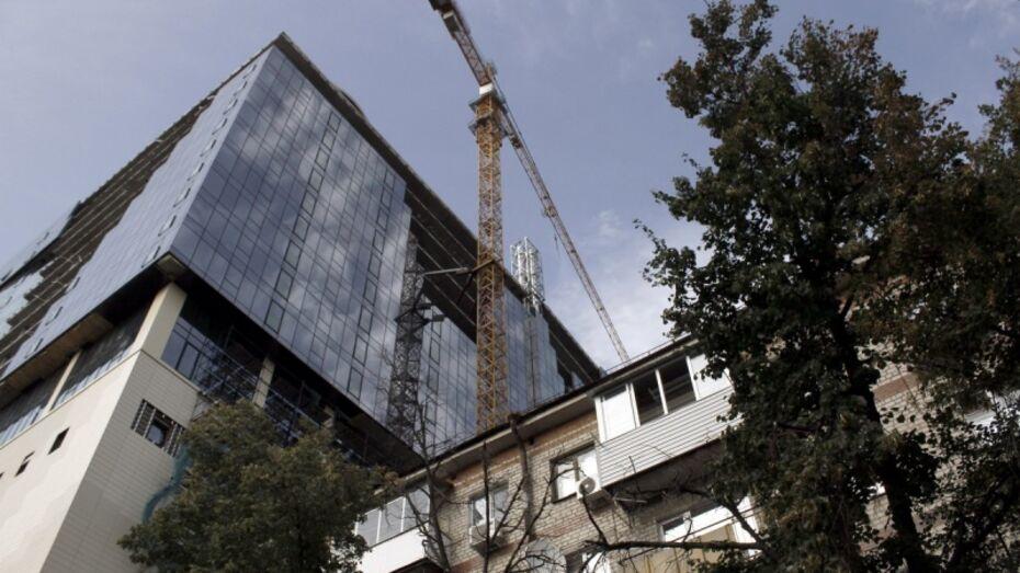 В Воронеже жильцов дома попросили покинуть квартиры из-за демонтажа строительного крана