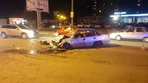 Сбежавшие с реабилитации наркоманы попали в Воронеже в ДТП на угнанном авто