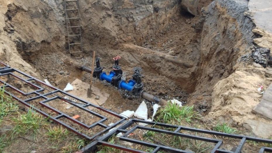 Коммунальщики пообещали устранить аварию на водопроводе в Воронеже к 21:00