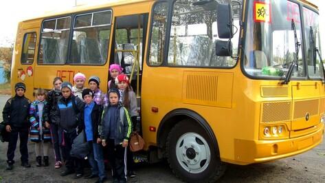 В Нижнедевицком районе сельской школе подарили автобус