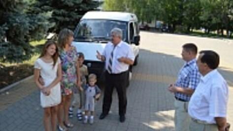 Многодетная семья из Эртильского района получила в подарок «Газель»