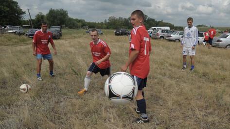В первом турнире по деревенскому футболу на призы РИА «Воронеж» победила команда из Курской области