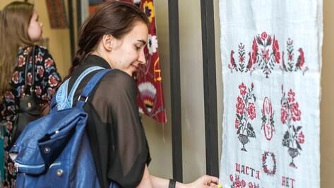 «Воронежу нужно хотя бы 50 выставок». Зачем юрист и журналист занялись искусством