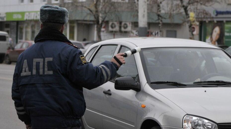 Сотрудники ДПС задержали ростовчан, перевозивших оружие и наркотики
