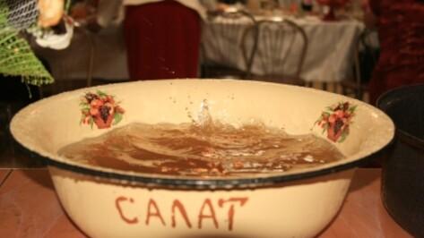 Рабочих поят опасной для здоровья водой в столовой в Павловском районе