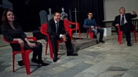 Ректор ВГУ Дмитрий Ендовицкий попросился статистом в спектакль «Театра равных»