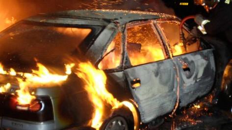 Во дворе воронежской многоэтажки сгорела Daewoo Nexia