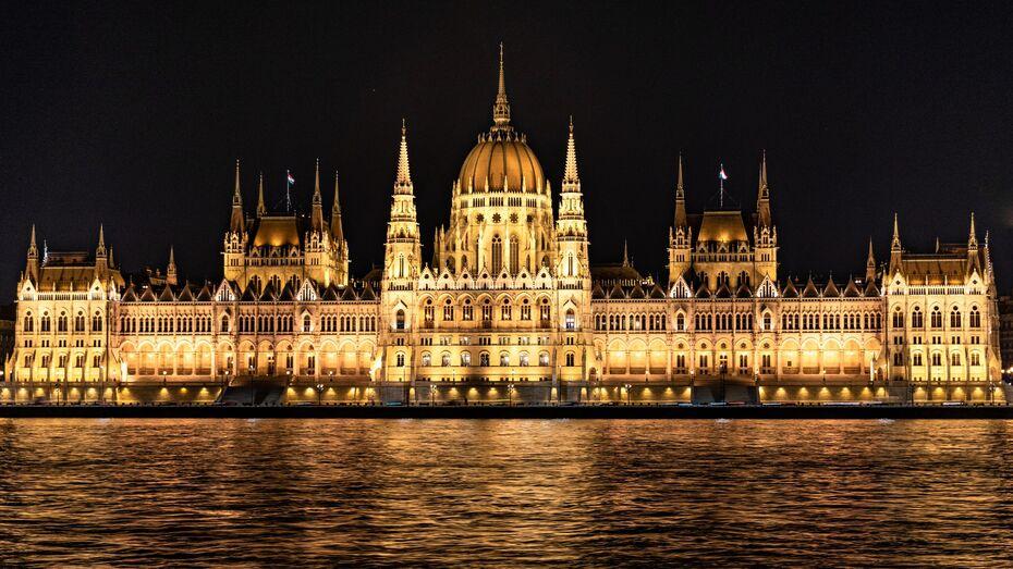Венгрия отменила ограничения на въезд для привитых от ковида россиян