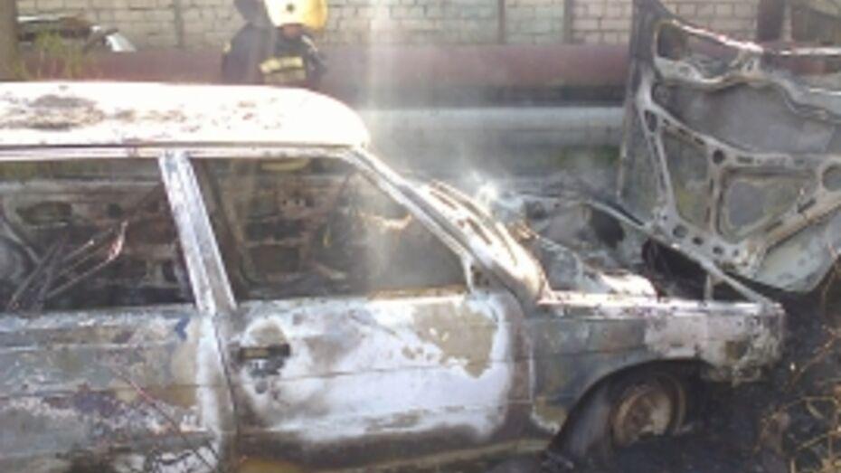 В Воронеже днем сгорел Volkswagen