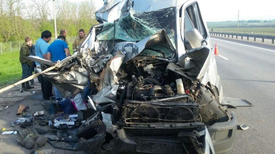 В Воронежской области 11 человек пострадали в ДТП с автобусом