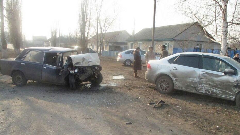 В Таловой в ДТП пострадали два человека