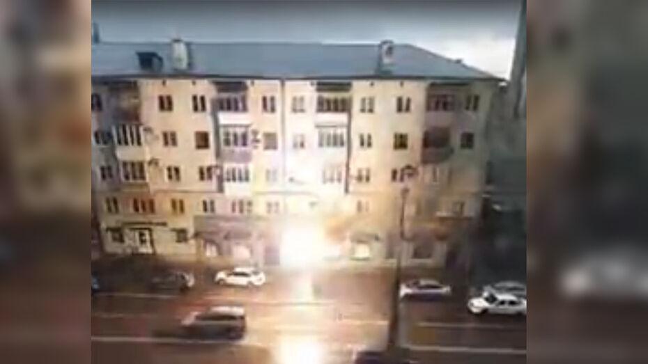 Троллейбусные провода вспыхнули после дождя в Воронеже