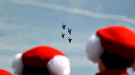Воронежских военнослужащих и ветеранов ВВС поздравили с праздником