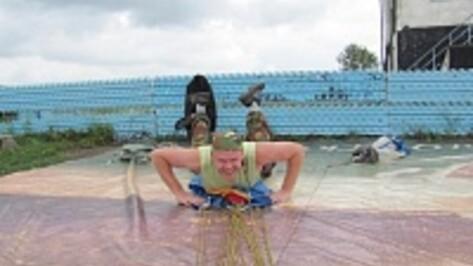Воронежцы собирают деньги для семьи разбившегося парашютиста