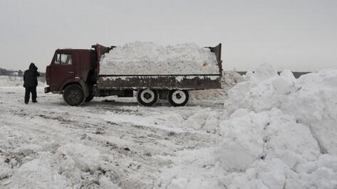 Воронежские коммунальщики вновь вывезли грязный снег на водохранилище