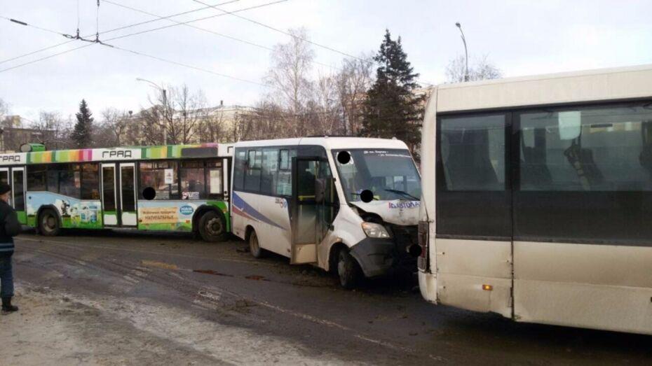 Полиция озвучила подробности ДТП с 3 маршрутками в Воронеже