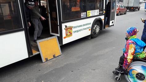 В Воронеже водителя автобуса уволили после неоказания помощи инвалиду