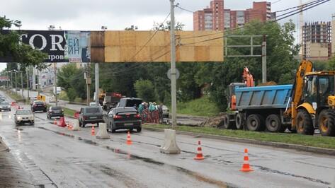На воронежской улице Шишкова из-за дождя провалился асфальт (ОБНОВЛЕНО)