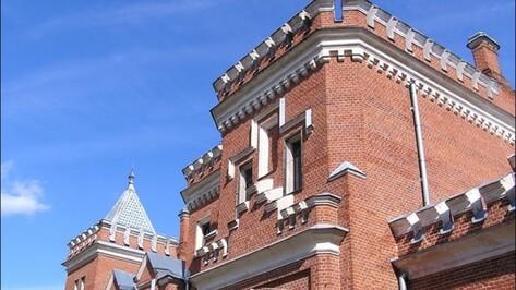 Во дворце Ольденбургских под Воронежем отреставрировали парковую лестницу