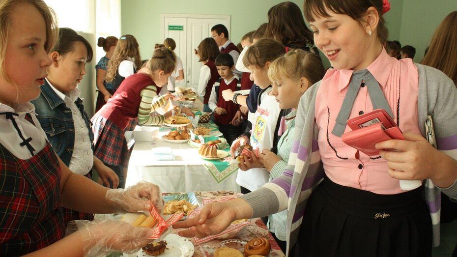 Хохольские школьники провели благотворительную ярмарку