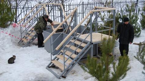 Павловские строители изготовили для бутурлиновцев крещенскую купель