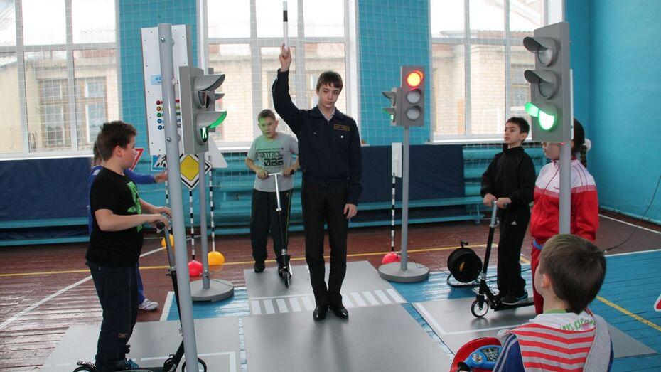 Кантемировская школа №2 получила мобильный автогородок
