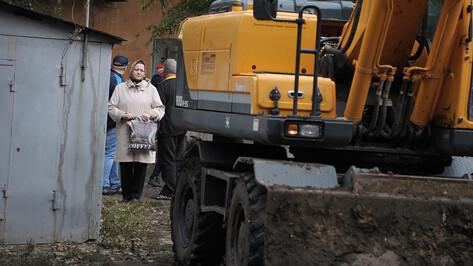 «Дайте хоть до лета дожить». Как в Воронеже сносят дворовые гаражи-сараи
