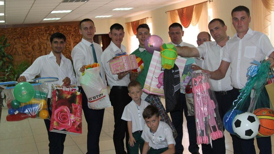 Новохоперские молодожены подарят игрушки детям из реабилитационного центра