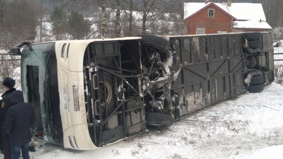 В Воронежской области перевернулся пассажирский автобус: пострадала 70-летняя женщина