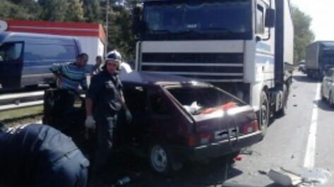 Полиция выяснит обстоятельства аварии с 6 машинами в Воронежской области