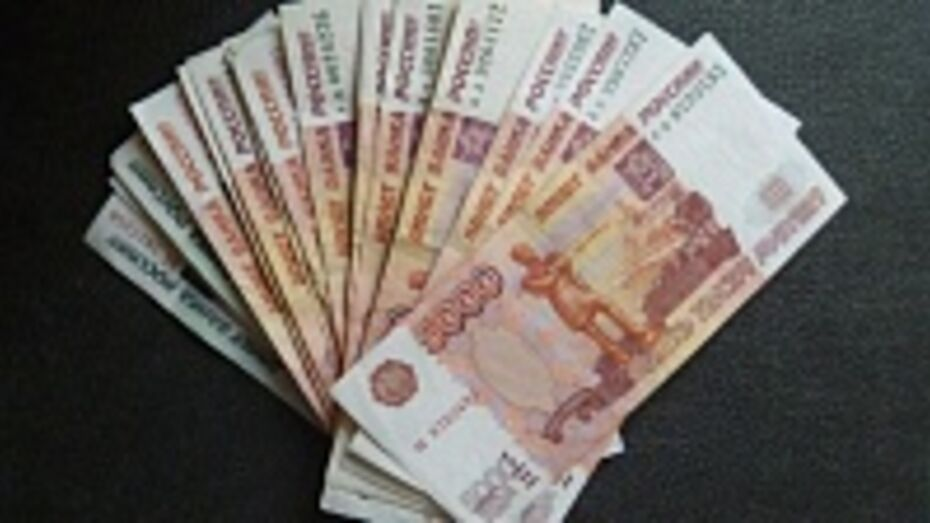 В Лисках неизвестный мужчина ограбил сотрудников АЗС, перевозивших деньги