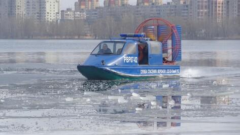 Спасатели измерили прочность льда на Воронежском водохранилище
