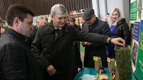 Глава Воронежской области посетил завод по производству концентрата из люцерны
