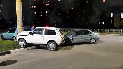 Восьмилетняя девочка пострадала в ДТП с «Нивой» и Mitsubishi Lancer в Воронеже