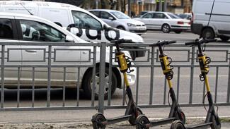 Мужчина на самокате попал под колеса иномарки в Воронеже