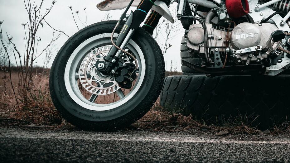 Под колеса иномарки в Воронеже попал 15-летний подросток на мопеде