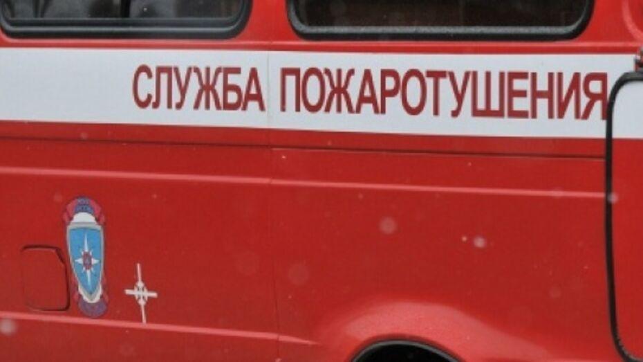 В Новой Усмани сгорел Nissan Murano директора средней школы №3