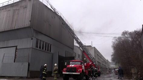 В центре Воронежа загорелся склад с лакокрасочной продукцией
