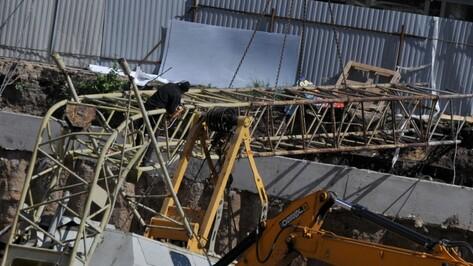 В Воронеже на улице Лидии Рябцевой упал строительный кран