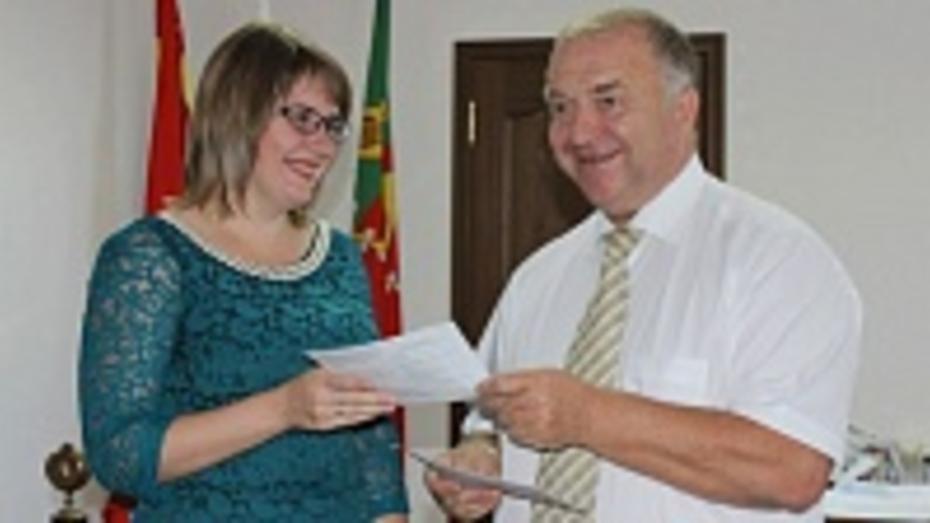 В Таловском районе жилищные сертификаты вручены 11 молодым семьям