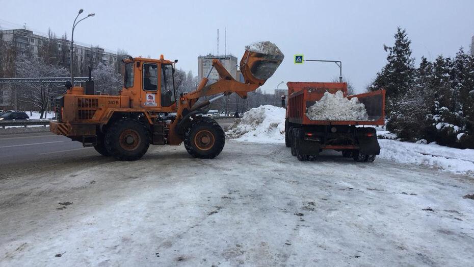 Из Воронежа за cутки вывезли 6,1 тыс кубометров снега