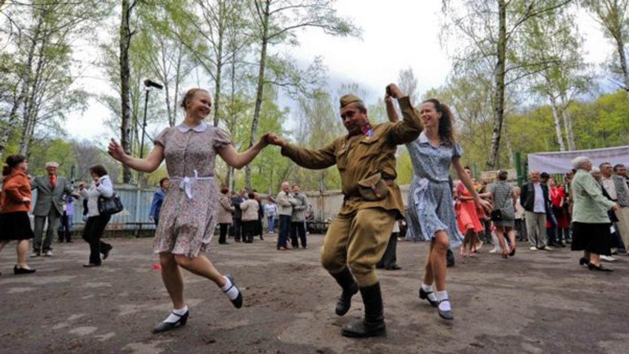 В Воронеже прошла вечеринка в стиле 40-х годов