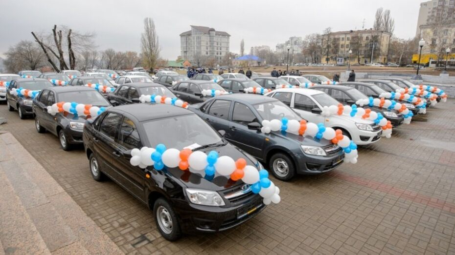 Лучшие работники сельского хозяйства Воронежской области получили автомобили